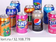 Soda cans (2019 год). Редакционное фото, фотограф Art Konovalov / Фотобанк Лори