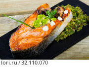Купить «Baked salmon steak with broccoli», фото № 32110070, снято 17 сентября 2019 г. (c) Яков Филимонов / Фотобанк Лори
