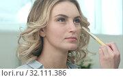 Купить «Application of base for model face by professional artist», видеоролик № 32111386, снято 14 апреля 2017 г. (c) Vasily Alexandrovich Gronskiy / Фотобанк Лори