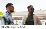 Купить «happy male friends drinking beer at rooftop party», видеоролик № 32112542, снято 27 июля 2019 г. (c) Syda Productions / Фотобанк Лори