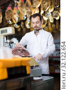 Seller weighing meat. Стоковое фото, фотограф Яков Филимонов / Фотобанк Лори