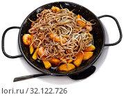 Купить «Spainsh dish seafood fried baby eels and prawns with potatoes», фото № 32122726, снято 15 июля 2019 г. (c) Яков Филимонов / Фотобанк Лори