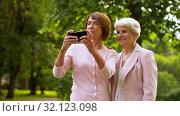 Купить «senior women taking selfie by smartphone at park», видеоролик № 32123098, снято 25 августа 2019 г. (c) Syda Productions / Фотобанк Лори