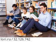 Students reading textbooks in public library. Стоковое фото, фотограф Яков Филимонов / Фотобанк Лори