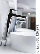 Image of ceramic wash basin in bathroom fitment store. Стоковое фото, фотограф Яков Филимонов / Фотобанк Лори