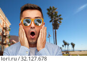 Купить «surprised man in sunglasses over venice beach», фото № 32127678, снято 22 июля 2015 г. (c) Syda Productions / Фотобанк Лори