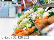 Купить «iceberg lettuce at grocery store or supermarket», фото № 32128202, снято 1 февраля 2017 г. (c) Syda Productions / Фотобанк Лори