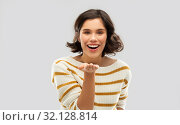 Купить «smiling woman holding something on empty palm», фото № 32128814, снято 6 марта 2019 г. (c) Syda Productions / Фотобанк Лори