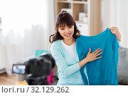 Купить «female fashion blogger making blog about shopping», фото № 32129262, снято 13 апреля 2019 г. (c) Syda Productions / Фотобанк Лори