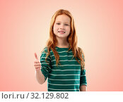 Купить «smiling red haired girl showing thumbs up», фото № 32129802, снято 9 марта 2019 г. (c) Syda Productions / Фотобанк Лори