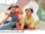 Купить «girls with pots playing in kids tent at home», фото № 32130278, снято 18 февраля 2018 г. (c) Syda Productions / Фотобанк Лори