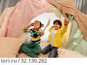 Купить «boys with pots playing in kids tent at home», фото № 32130282, снято 18 февраля 2018 г. (c) Syda Productions / Фотобанк Лори