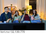 Купить «friends with beer and popcorn watching tv at home», фото № 32130770, снято 22 декабря 2018 г. (c) Syda Productions / Фотобанк Лори