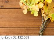 Купить «oak leaves in autumn colors on wooden table», фото № 32132058, снято 13 сентября 2018 г. (c) Syda Productions / Фотобанк Лори