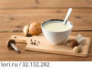 Купить «mushroom cream soup in bowl on cutting board», фото № 32132282, снято 13 сентября 2018 г. (c) Syda Productions / Фотобанк Лори