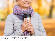 Купить «old woman with hot drink in tumbler at autumn park», фото № 32132314, снято 14 октября 2018 г. (c) Syda Productions / Фотобанк Лори