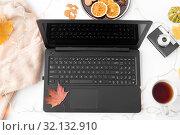 Купить «laptop, tea, camera, autumn leaves and sweater», фото № 32132910, снято 26 октября 2018 г. (c) Syda Productions / Фотобанк Лори