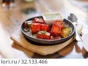 Купить «close up of paneer tikka dish with sauce on table», фото № 32133466, снято 2 мая 2017 г. (c) Syda Productions / Фотобанк Лори