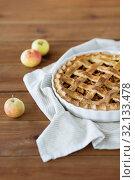 Купить «close up of apple pie in baking mold on towel», фото № 32133478, снято 23 августа 2018 г. (c) Syda Productions / Фотобанк Лори