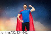 Купить «happy man in red superhero cape over night sky», фото № 32134642, снято 3 декабря 2016 г. (c) Syda Productions / Фотобанк Лори