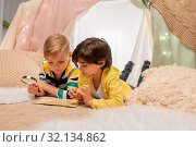 Купить «boys with magnifier and map in kids tent at home», фото № 32134862, снято 18 февраля 2018 г. (c) Syda Productions / Фотобанк Лори