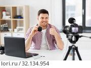 male blogger with smart speaker videoblogging. Стоковое фото, фотограф Syda Productions / Фотобанк Лори