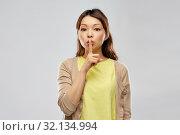 Купить «asian woman with finger on lips», фото № 32134994, снято 11 мая 2019 г. (c) Syda Productions / Фотобанк Лори