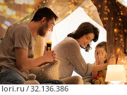 Купить «father telling scary stories to his daughter», фото № 32136386, снято 27 января 2018 г. (c) Syda Productions / Фотобанк Лори