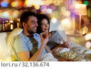 Купить «couple with popcorn watching tv at night at home», фото № 32136674, снято 27 января 2018 г. (c) Syda Productions / Фотобанк Лори