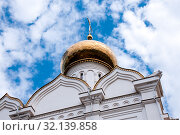 Golden dome of the Church of the Holy Martyr Grand Duchess Elizabeth in Khabarovsk (2019 год). Стоковое фото, фотограф Катерина Белякина / Фотобанк Лори