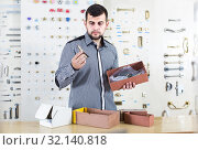 Купить «male seller sorting boxes with door handles in houseware shop», фото № 32140818, снято 5 апреля 2017 г. (c) Яков Филимонов / Фотобанк Лори