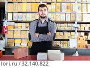 female shop assistant displaying assortment in houseware shop. Стоковое фото, фотограф Яков Филимонов / Фотобанк Лори
