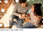 happy couple with gift box at home. Стоковое фото, фотограф Syda Productions / Фотобанк Лори