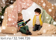Купить «happy boys with torch light in kids tent at home», фото № 32144726, снято 18 февраля 2018 г. (c) Syda Productions / Фотобанк Лори