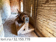 Купить «Gate lifting mechanism at the medieval fortress», фото № 32150778, снято 8 августа 2018 г. (c) FotograFF / Фотобанк Лори