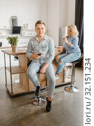 Купить «Young love couple drinks wine on the kitchen», фото № 32151234, снято 18 апреля 2019 г. (c) Tryapitsyn Sergiy / Фотобанк Лори