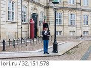 Купить «The guards of honour in  uniform guarding the Royal residence Amalienborg Palace.   Copenhagen. Denmark», фото № 32151578, снято 14 июля 2019 г. (c) Николай Коржов / Фотобанк Лори