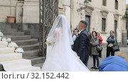 Купить «Bride with parents getting ready to come to church. Excited mother spreads dress», видеоролик № 32152442, снято 18 мая 2019 г. (c) Ирина Мойсеева / Фотобанк Лори