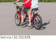 Man and woman riding on a tandem bike. Стоковое фото, фотограф Юрий Бизгаймер / Фотобанк Лори