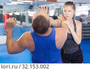 Купить «Young woman and her trainer are practicing captures», фото № 32153002, снято 21 августа 2017 г. (c) Яков Филимонов / Фотобанк Лори