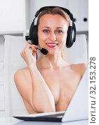 Female operator with bare chest. Стоковое фото, фотограф Яков Филимонов / Фотобанк Лори