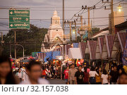 The colck tower with the streetmarket at the Phimai festival in the Town of Phimai in the Provinz Nakhon Ratchasima in Isan in Thailand. Thailand, Phimai, November, 2017. Стоковое фото, фотограф Zoonar.com/URS FLUEELER / age Fotostock / Фотобанк Лори