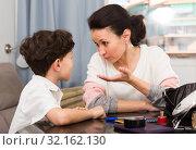 Купить «Woman having serious conversation with son», фото № 32162130, снято 28 марта 2019 г. (c) Яков Филимонов / Фотобанк Лори