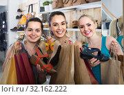 Купить «three girls holding a paper shopping bags in the boutique», фото № 32162222, снято 21 сентября 2019 г. (c) Яков Филимонов / Фотобанк Лори