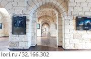 Купить «Sevastopol, Crimea - July 3, 2019. Interior of Konstantinovskaya Battery - Museum and Exhibition Complex», видеоролик № 32166302, снято 3 июля 2019 г. (c) Володина Ольга / Фотобанк Лори