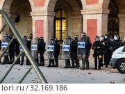 Купить «September 11, 2019 - Manifestation against the catalan politicians in fron of the Catalonia Parliament in Barcelona.», фото № 32169186, снято 11 сентября 2019 г. (c) age Fotostock / Фотобанк Лори