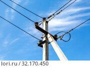 Купить «High voltage electricity pylon with wires», фото № 32170450, снято 11 мая 2019 г. (c) FotograFF / Фотобанк Лори