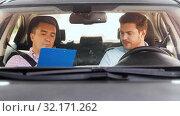 car driving instructor talking to man failed exam. Стоковое видео, видеограф Syda Productions / Фотобанк Лори