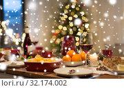 Купить «food and drinks on christmas table at home», фото № 32174002, снято 17 декабря 2017 г. (c) Syda Productions / Фотобанк Лори