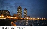 Купить «View of Somorrostro Beach in summer night Barcelona, Spain», видеоролик № 32176434, снято 27 июня 2019 г. (c) Яков Филимонов / Фотобанк Лори
